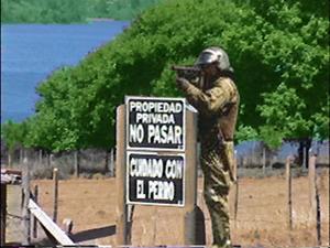 Carabinero apuntado a Mapuches
